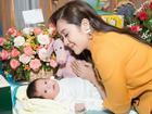Con trai vừa tròn một tháng tuổi, Thanh Thúy thực hiện clip hành trình làm mẹ ai xem cũng rớm lệ