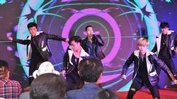 Lâu lâu mới lại khoe giọng hát, hotboy Minh Châu đốt cháy sân khấu với hit 'Ghen' của Min và Erik