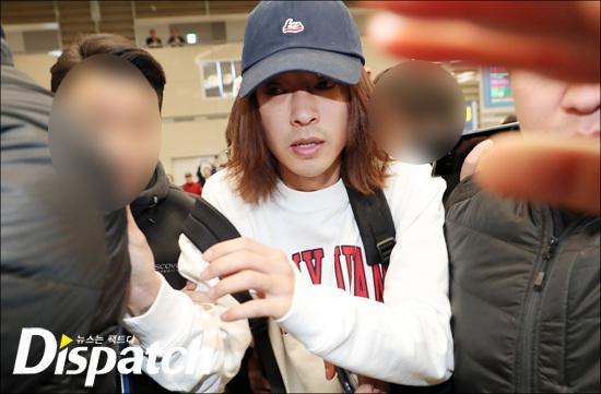 Khổ lây vì bê bối Seungri Big Bang: Nam ca sĩ phát tán clip sex mặt mũi tiều tụy, bị bao vây khi vừa đặt chân về Hàn Quốc-5