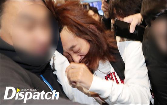 Khổ lây vì bê bối Seungri Big Bang: Nam ca sĩ phát tán clip sex mặt mũi tiều tụy, bị bao vây khi vừa đặt chân về Hàn Quốc-6