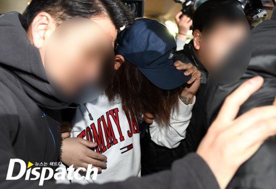 Khổ lây vì bê bối Seungri Big Bang: Nam ca sĩ phát tán clip sex mặt mũi tiều tụy, bị bao vây khi vừa đặt chân về Hàn Quốc-7