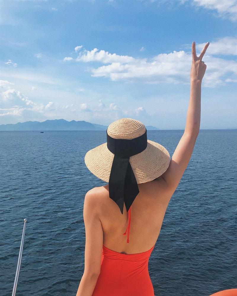 Hiếm hoi lắm mới diện bikini, Tăng Thanh Hà gây xốn xang với khoảnh khắc khoe lưng trần gợi cảm-2