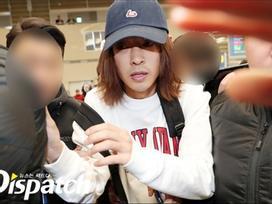 Khổ lây vì bê bối Seungri Big Bang: Nam ca sĩ phát tán clip sex mặt mũi tiều tụy, bị bao vây khi vừa đặt chân về Hàn Quốc