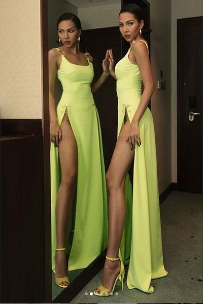 Minh Triệu nhờ dân mạng giải mã chiếc váy xẻ sâu hoắm, kết quả ai nấy hốt hoảng vì nhìn rõ siêu mẫu lộ hết rồi-7