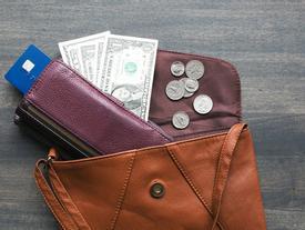 Nên để những thứ gì vào ví để tiền vào như nước, sung sướng an nhàn?