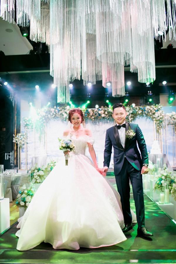 Clip cực hot ở đám cưới MC Cà phê sáng: Cô dâu, chú rể hát hay như ca sĩ chuyên nghiệp-3
