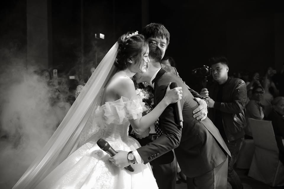 Clip cực hot ở đám cưới MC Cà phê sáng: Cô dâu, chú rể hát hay như ca sĩ chuyên nghiệp-6