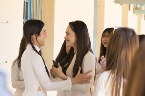 Đau ruột với màn catwalk fail chưa từng có của Hương Giang ở hậu trường MV Em đã thấy anh cùng người ấy-2