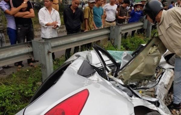 Lại tai nạn ở Hải Dương: Tàu hỏa húc văng ô tô, 2 người chết-6