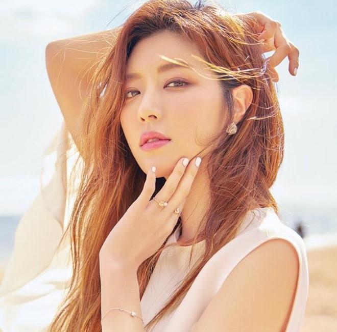 Người đẹp Hàn có cả chồng và bạn trai cũ từng dính vào án mại dâm-12