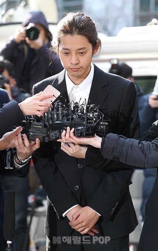 Jung Joon Young cúi đầu xin lỗi, tiết lộ hơn 200.000 tin nhắn bí mật liên quan đến sex lưu trữ trong điện thoại-2