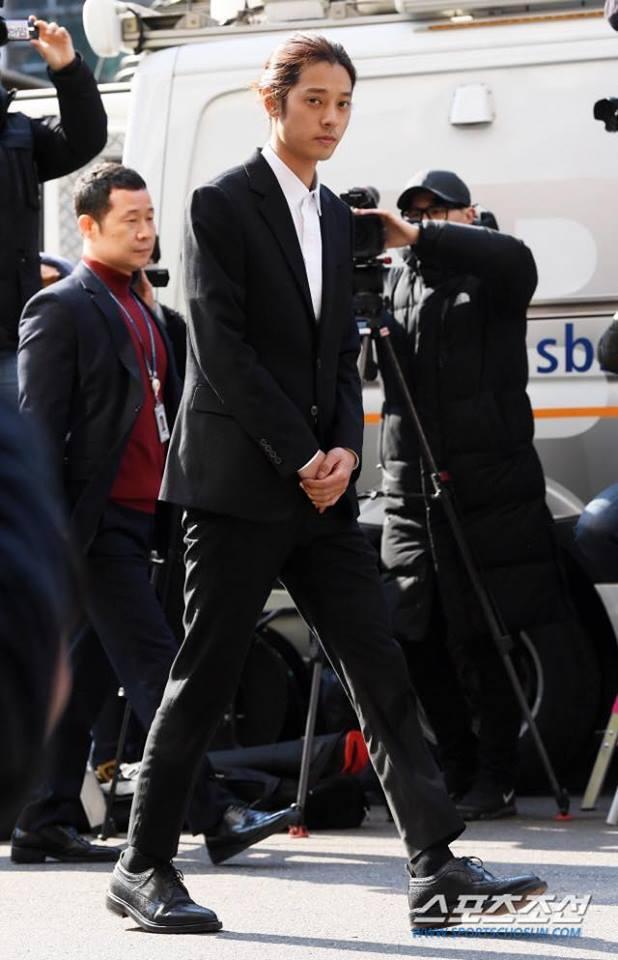 Jung Joon Young cúi đầu xin lỗi, tiết lộ hơn 200.000 tin nhắn bí mật liên quan đến sex lưu trữ trong điện thoại-4
