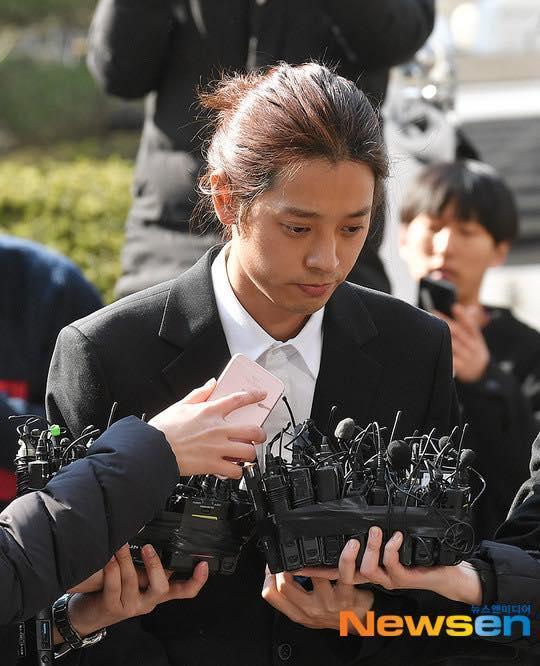 Jung Joon Young cúi đầu xin lỗi, tiết lộ hơn 200.000 tin nhắn bí mật liên quan đến sex lưu trữ trong điện thoại-6