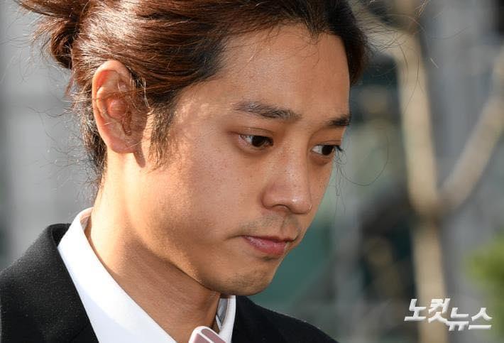 Jung Joon Young cúi đầu xin lỗi, tiết lộ hơn 200.000 tin nhắn bí mật liên quan đến sex lưu trữ trong điện thoại-8