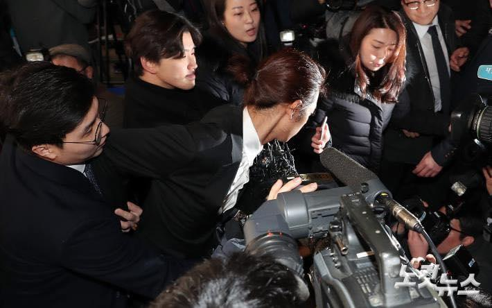 Jung Joon Young cúi đầu xin lỗi, tiết lộ hơn 200.000 tin nhắn bí mật liên quan đến sex lưu trữ trong điện thoại-11