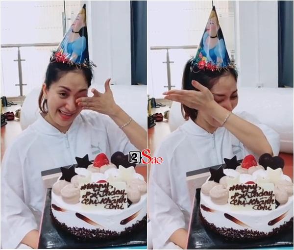 Chứng kiến Khánh Thi nước mắt lã chã vì được nhận quà sinh nhật, Phan Hiển rung đùi cười không thể đáng yêu hơn-1