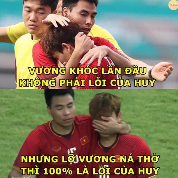 Ảnh chế cực 'lầy lội' của các chàng tuyển thủ Việt theo triết lý tình yêu của Miss Hương Giang khiến dân mạng cười nghiêng ngả-4