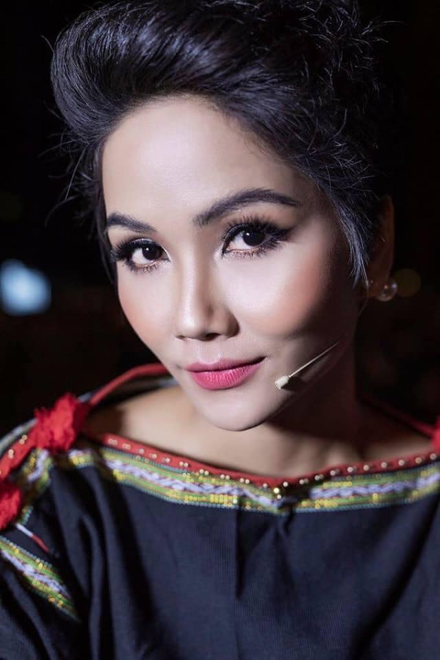 Một mình họa mặt vì không có ê-kip hỗ trợ, Hhen Niê vẫn khiến fan phát cuồng khi trình làng tuyệt tác cô Hen-5
