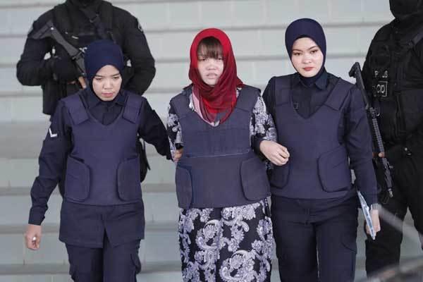 Đoàn Thị Hương hốc hác, mắt thâm quầng tới tòa án-2