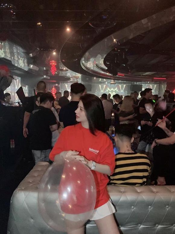 Sau nghi án bán dâm nghìn đô, Á hậu Thái Mỹ Linh công khai ảnh đi bar phê pha hít bóng cười-2