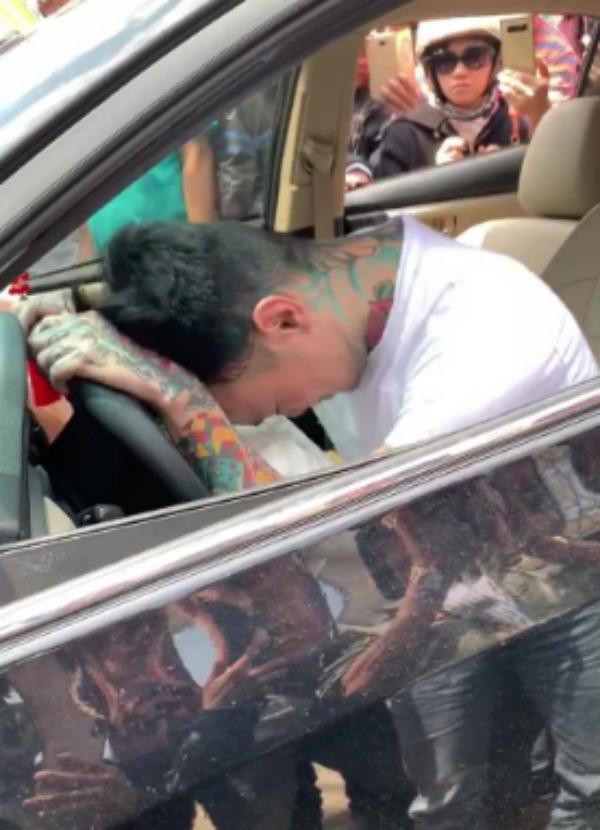 Thanh niên ngáo đá tông xe liên hoàn, cắn công an là Việt kiều Mỹ-2