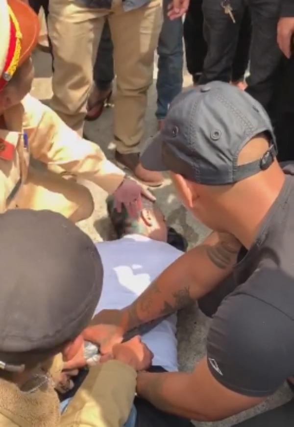 Thanh niên ngáo đá tông xe liên hoàn, cắn công an là Việt kiều Mỹ-3