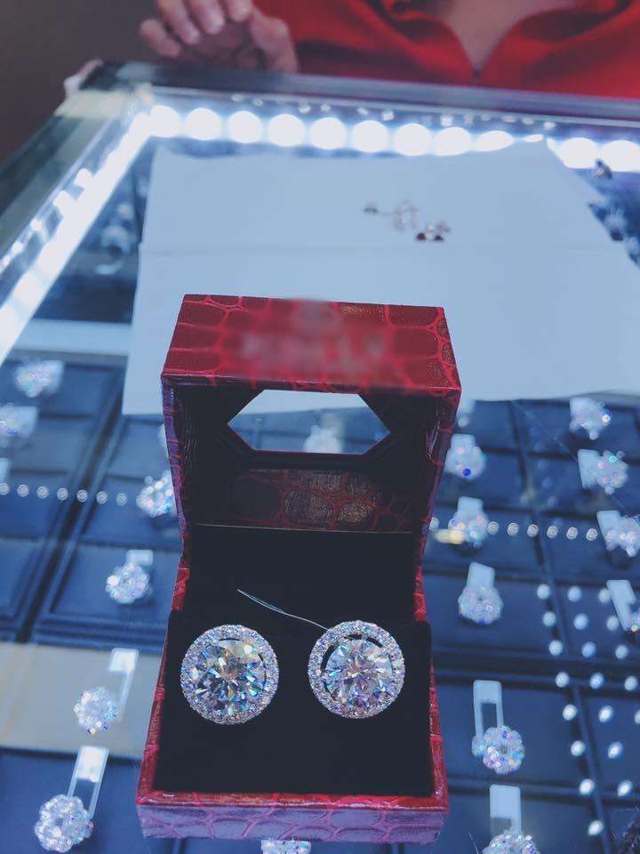 Mới kể khổ vay nặng lãi phải trả nợ nhưng Lâm Khánh Chi lại vừa khoe nhẫn kim cương 21 tỷ-2
