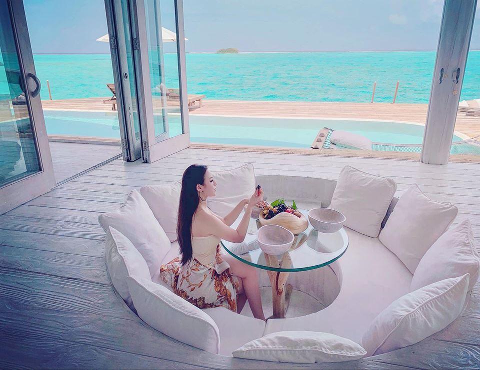 Huyền Baby tung clip hâm nóng tình yêu cùng ông xã doanh nhân ở thiên đường Maldives đẹp như một thước phim-2