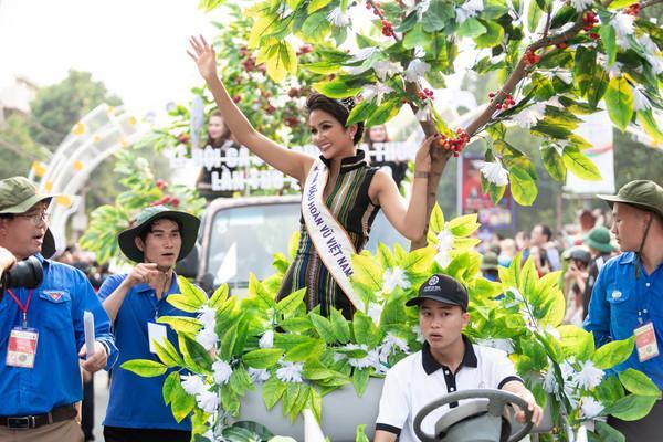 Mỹ nhân 8 lần thi nhan sắc HĂng Niê đá xéo Hoa hậu HHen Niê chỉ biết cười giả trên nỗi đau thật của người nghèo-1