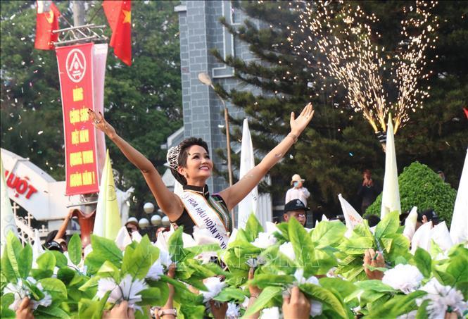 Mỹ nhân 8 lần thi nhan sắc HĂng Niê đá xéo Hoa hậu HHen Niê chỉ biết cười giả trên nỗi đau thật của người nghèo-5