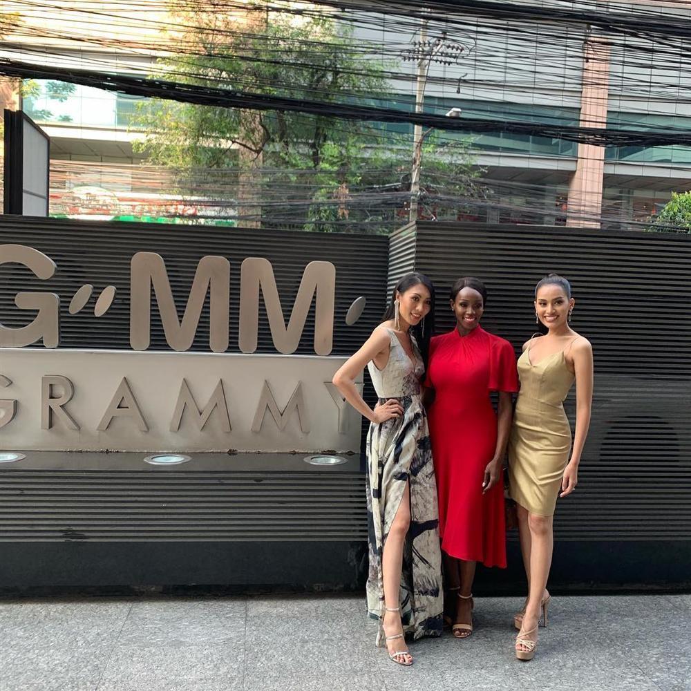 Đăng quang Hoa hậu Chuyển giới 2019, bom sex nước Mỹ trở nên kín đáo lạ thường nhưng vòng 1 vẫn không ngừng gây ngộp thở-7