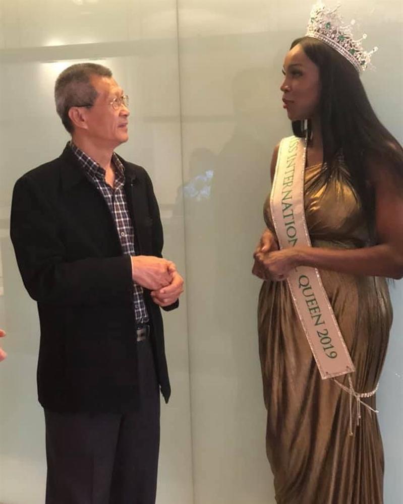 Đăng quang Hoa hậu Chuyển giới 2019, bom sex nước Mỹ trở nên kín đáo lạ thường nhưng vòng 1 vẫn không ngừng gây ngộp thở-15