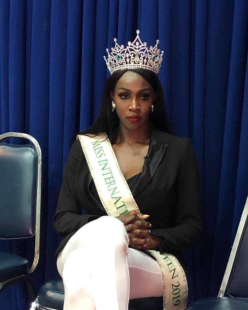 Đăng quang Hoa hậu Chuyển giới 2019, bom sex nước Mỹ trở nên kín đáo lạ thường nhưng vòng 1 vẫn không ngừng gây ngộp thở-12