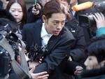 Jung Joon Young nộp 3 điện thoại nhưng cảnh sát vẫn đột nhập nhà riêng