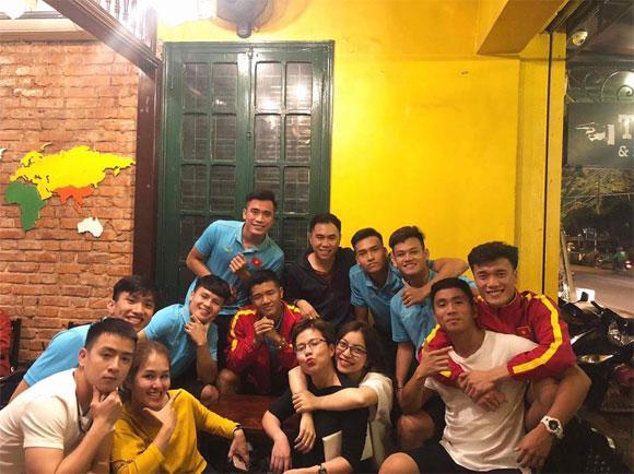 Thị phi thì mặc thị phi, bạn gái Quang Hải vẫn khiến nhiều người trầm trồ vì có ảnh độc chụp bên dàn trai đẹp-3