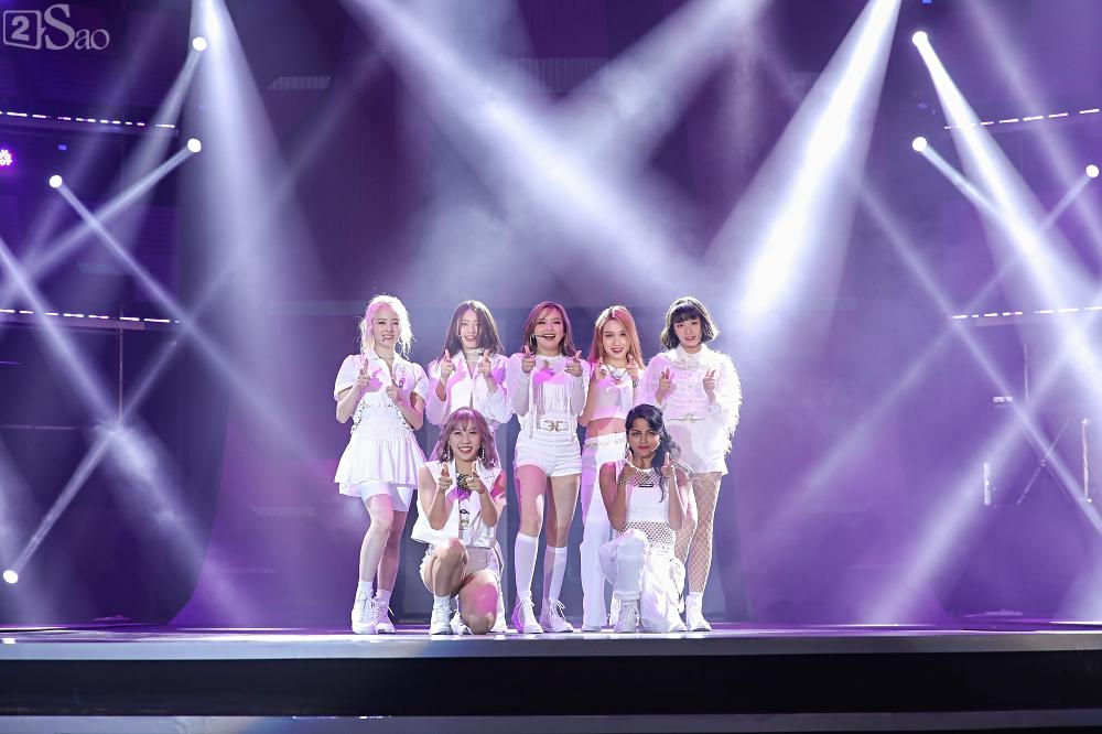 Nhóm nhạc đa quốc tịch có thành viên Việt Nam không lép vế khi đứng cùng sân khấu với loạt tên tuổi lớn-4