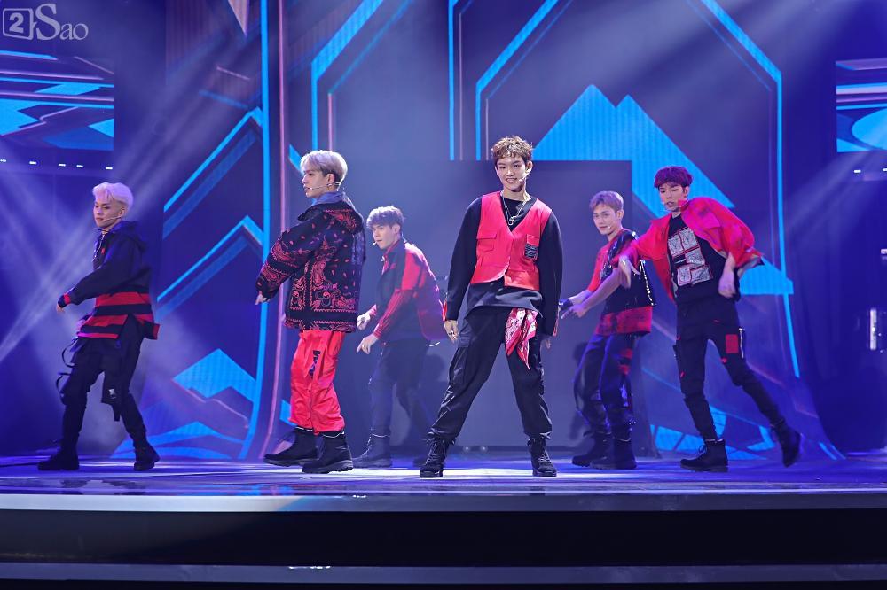 Nhóm nhạc đa quốc tịch có thành viên Việt Nam không lép vế khi đứng cùng sân khấu với loạt tên tuổi lớn-2