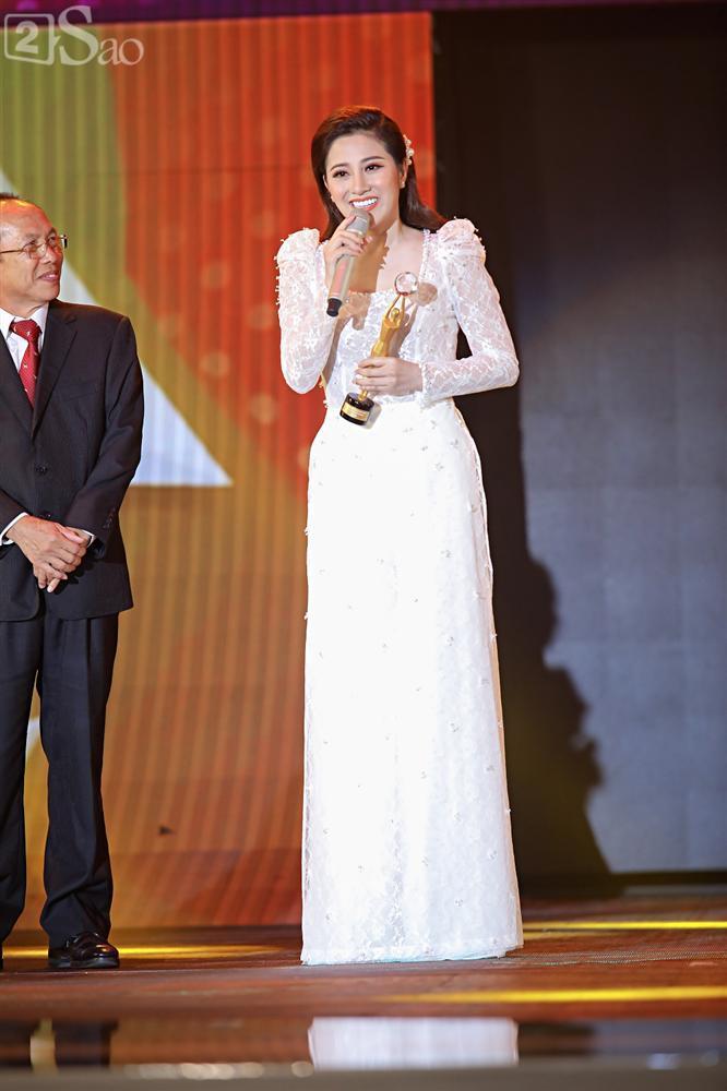 Nhóm nhạc đa quốc tịch có thành viên Việt Nam không lép vế khi đứng cùng sân khấu với loạt tên tuổi lớn-12