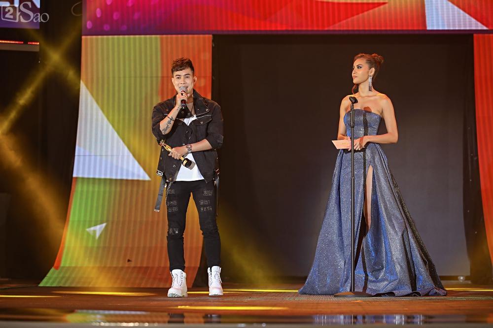 Nhóm nhạc đa quốc tịch có thành viên Việt Nam không lép vế khi đứng cùng sân khấu với loạt tên tuổi lớn-19