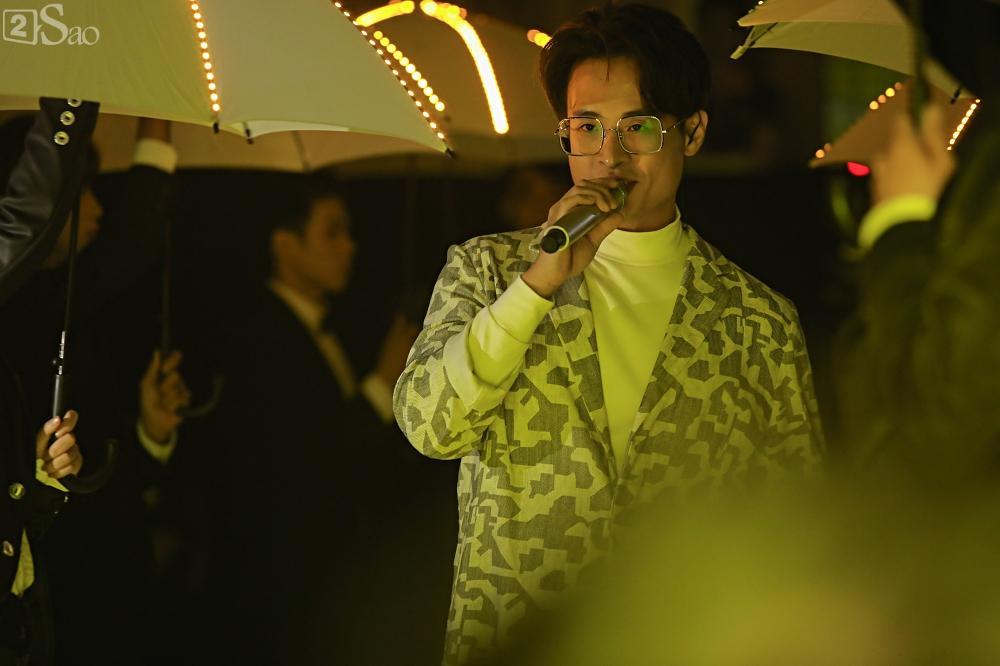 Nhóm nhạc đa quốc tịch có thành viên Việt Nam không lép vế khi đứng cùng sân khấu với loạt tên tuổi lớn-20