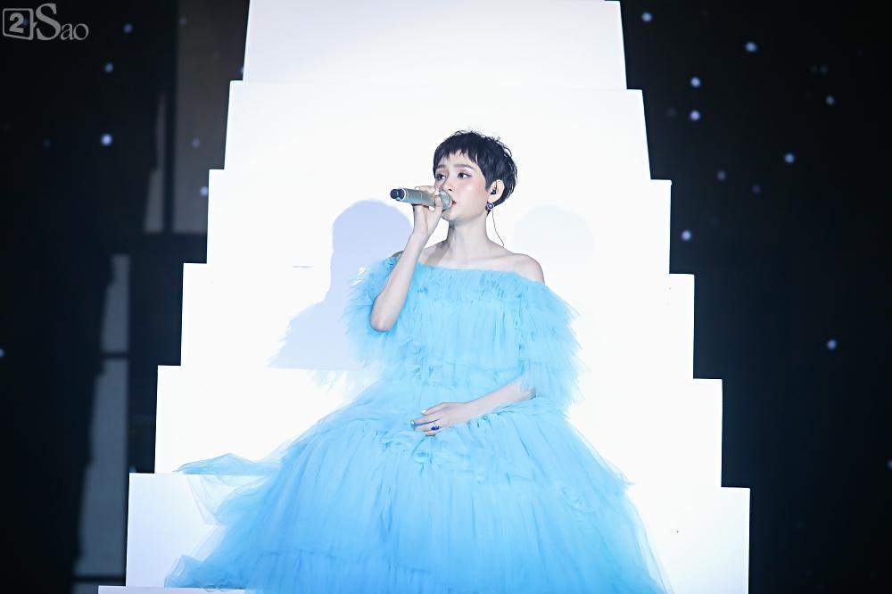 Nhóm nhạc đa quốc tịch có thành viên Việt Nam không lép vế khi đứng cùng sân khấu với loạt tên tuổi lớn-11