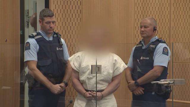 Nghi phạm xả súng New Zealand cười trước tòa, bị buộc tội giết người-1