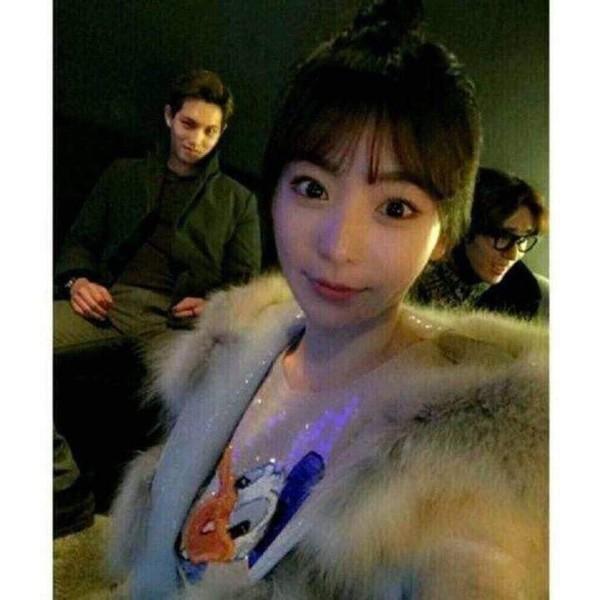 Dù có xóa sạch hình ảnh với Seungri, Hwang Hana vẫn bị báo Hàn bốc phốt từng là khách quen của Burning Sun-1