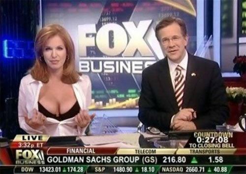 MC truyền hình từ mặc gợi cảm đến gần như nude để tôn trọng tin tức, sự thật-4