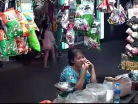 Cướp giật điện thoại táo tợn giữa phố Sài Gòn