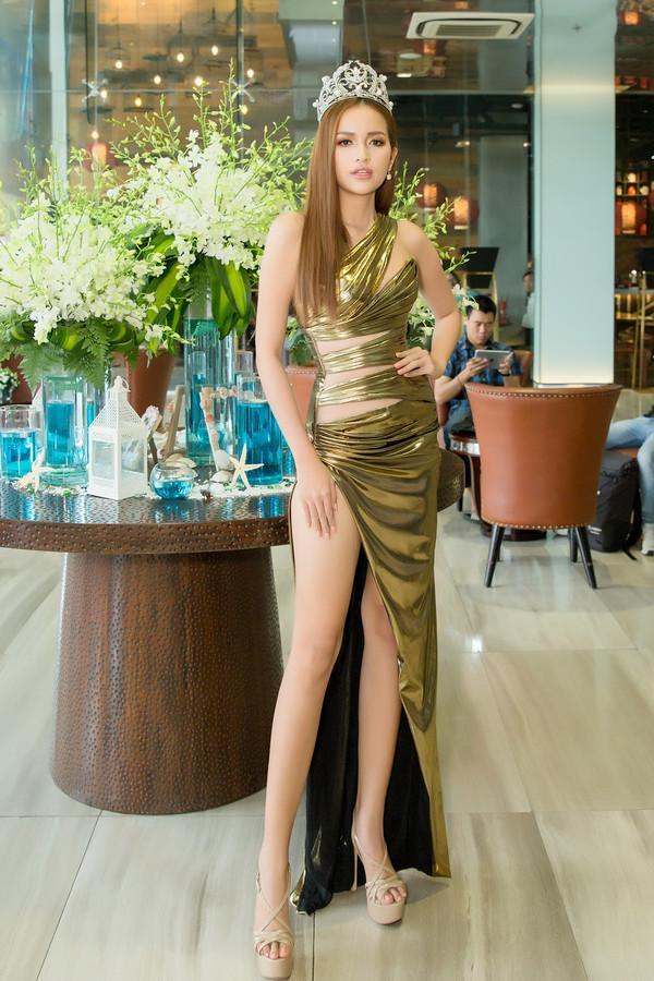 Hồ Ngọc Hà chỉ cần một chiếc váy nude đã đủ áp đảo cả một dàn hoa hậu trên bảng xếp hạng SAO ĐẸP-8
