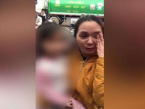 Mẹ tá hỏa xem camera, thấy con bị người đàn ông lạ vào nhà bế đi-1