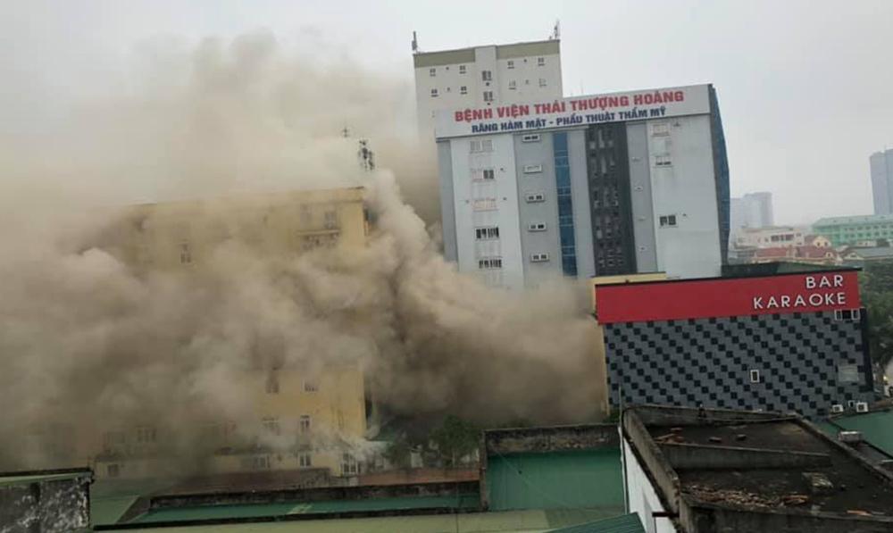 Cháy quán karaoke lớn nhất TP Vinh, nữ nhân viên chết ở nhà vệ sinh-1