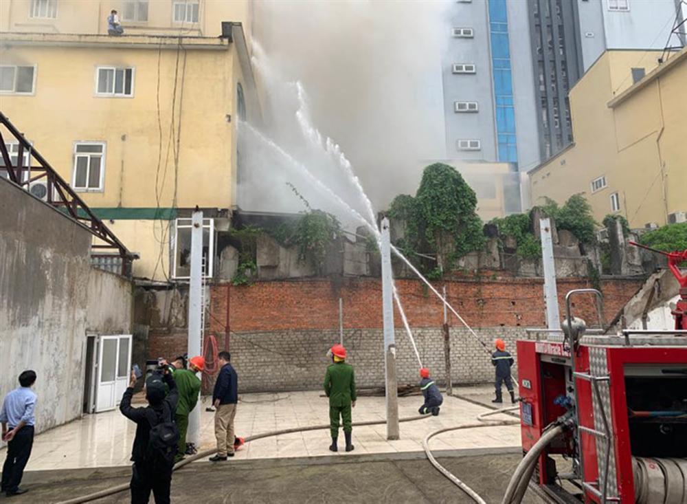 Cháy quán karaoke lớn nhất TP Vinh, nữ nhân viên chết ở nhà vệ sinh-3