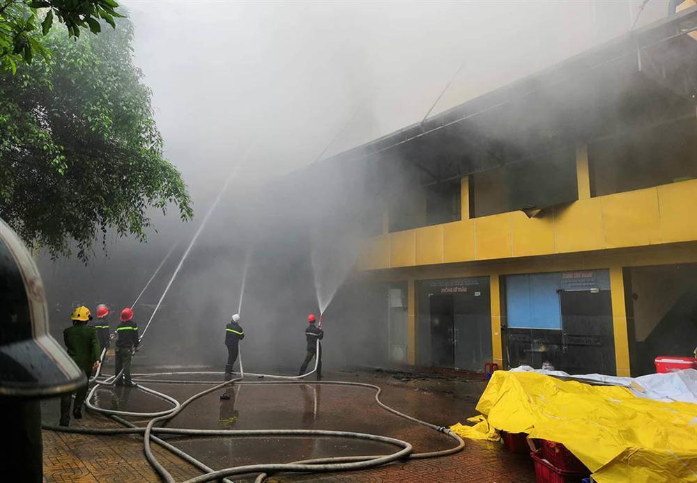 Cháy quán karaoke lớn nhất TP Vinh, nữ nhân viên chết ở nhà vệ sinh-4